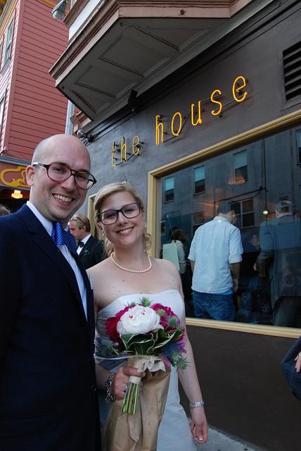 Björn och Miriam framför vår favoritrestaurang i North Beach, på bröllopsdagen 2011.