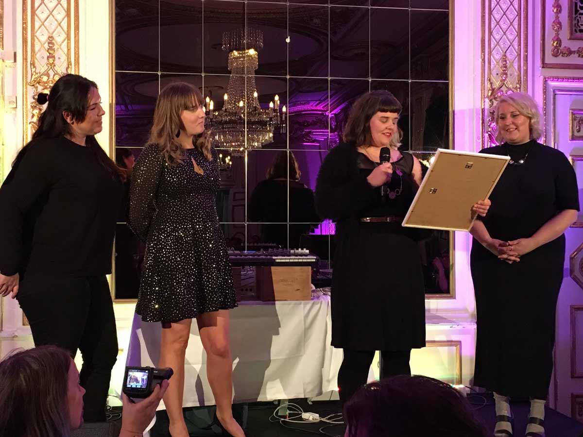 Elin Häggberg vinner pris för Årets Medlem i Influencers of Sweden