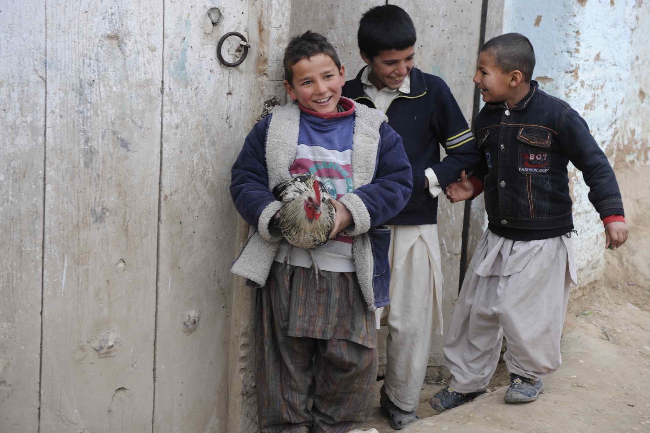 Pojkar i Afghanistan. Foto: Henrik Eskilsson, Försvarsmakten